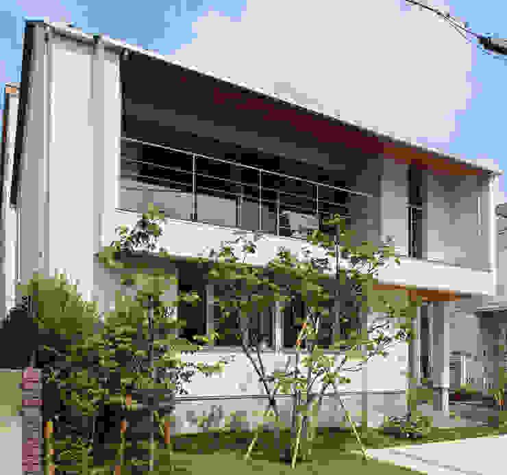つなぎ梁の家 西島正樹/プライム一級建築士事務所 庭植木&花 コンクリート 緑