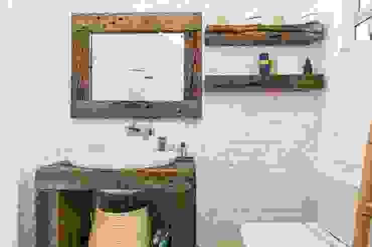 Ванная комната в эклектичном стиле от Studio Do Cabo Эклектичный