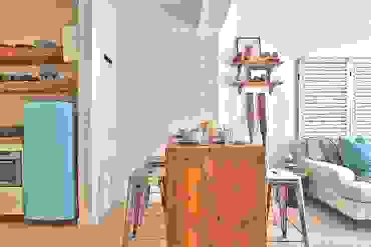 Столовая комната в эклектичном стиле от Studio Do Cabo Эклектичный