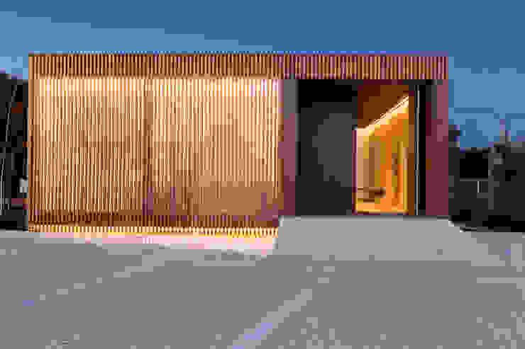 Museos de estilo moderno de Banema S.A. Moderno Madera Acabado en madera