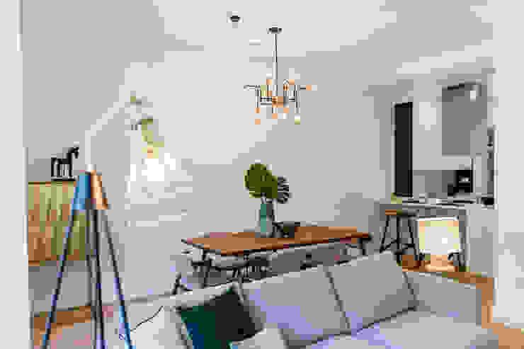 Sala de jantar por Hoost - Home Staging Moderno