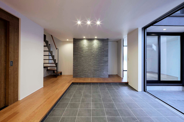 東中浜の家2 中澤建築設計事務所 モダンスタイルの 玄関&廊下&階段 タイル 灰色
