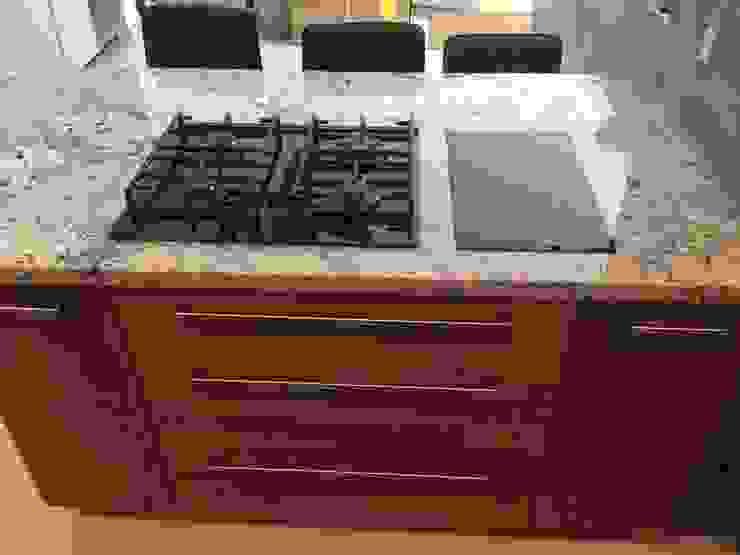 Cocina moderna K+A COCINAS Y ACABADOS DE MONTERREY SA DE CV Cocinas equipadas Madera Acabado en madera
