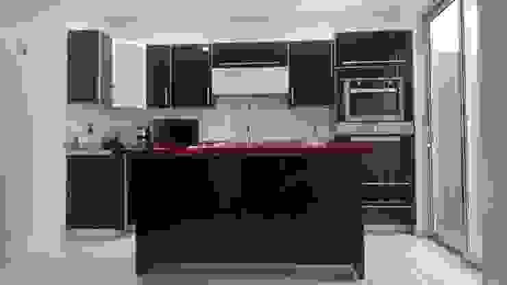 Cocina minimalista de acrilico negro K+A COCINAS Y ACABADOS DE MONTERREY SA DE CV Cocinas equipadas Compuestos de madera y plástico Negro