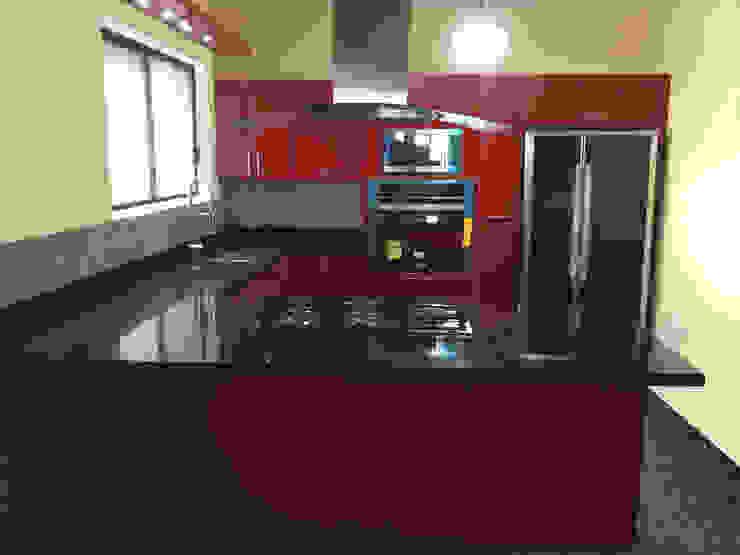 Cocina de acrilico rojo K+A COCINAS Y ACABADOS DE MONTERREY SA DE CV Cocinas equipadas Compuestos de madera y plástico Rojo
