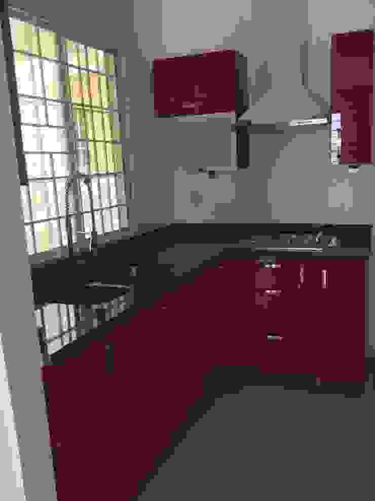 Cocina de acrilico rojo y cubierta de granito K+A COCINAS Y ACABADOS DE MONTERREY SA DE CV Cocinas equipadas Compuestos de madera y plástico Rojo