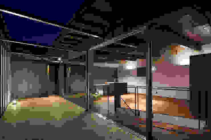 2階のテラス ARCHIXXX眞野サトル建築デザイン室 モダンデザインの テラス