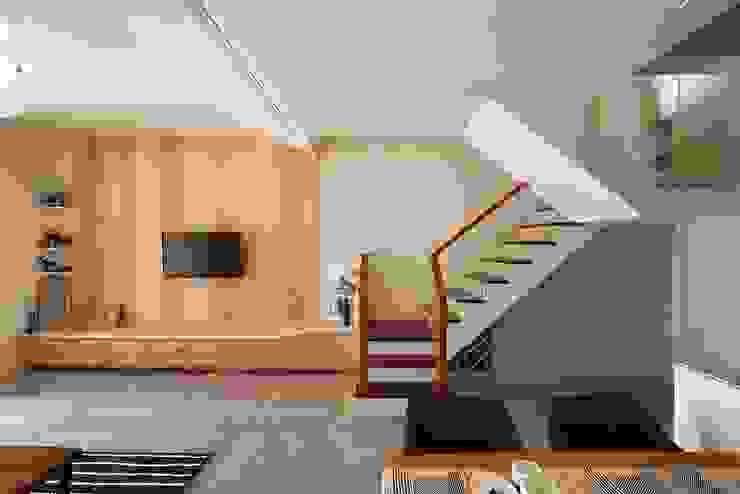por 層層室內裝修設計有限公司 Escandinavo