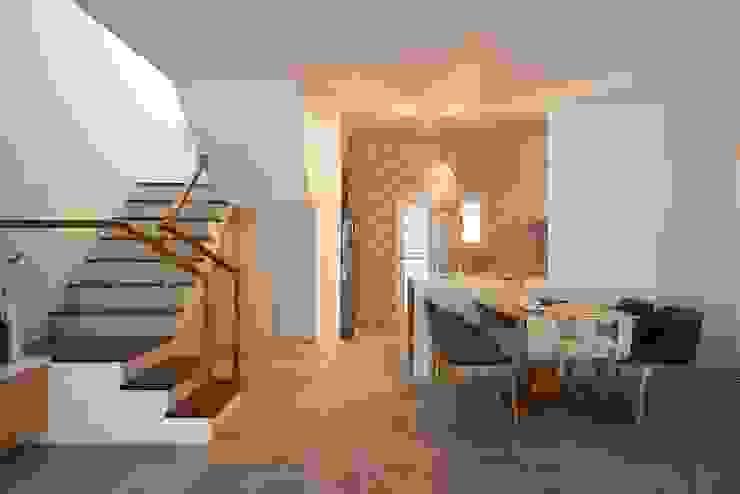 狹長街屋大改造 根據 層層室內裝修設計有限公司 北歐風