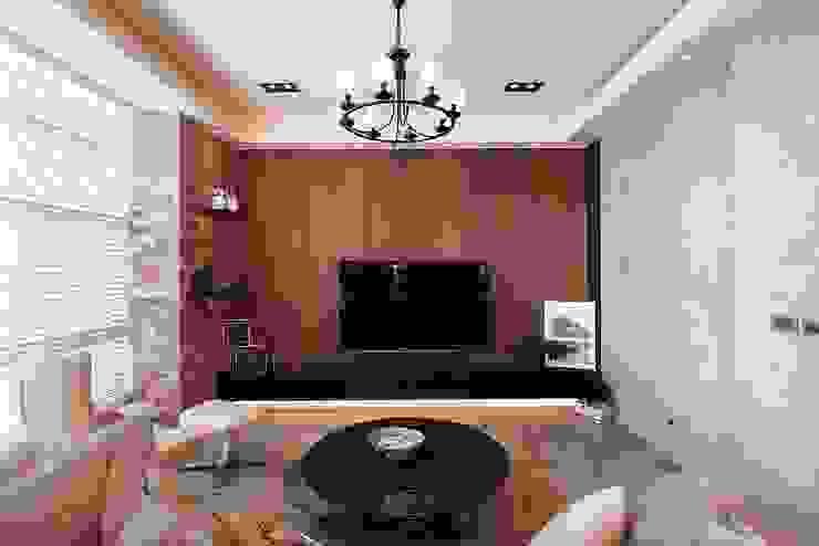 美式休閒渡假別墅 现代客厅設計點子、靈感 & 圖片 根據 層層室內裝修設計有限公司 現代風