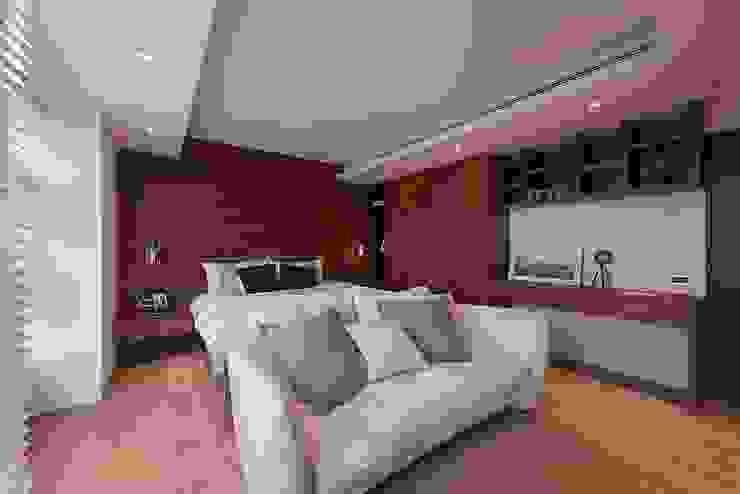 Dormitorios de estilo  de 層層室內裝修設計有限公司