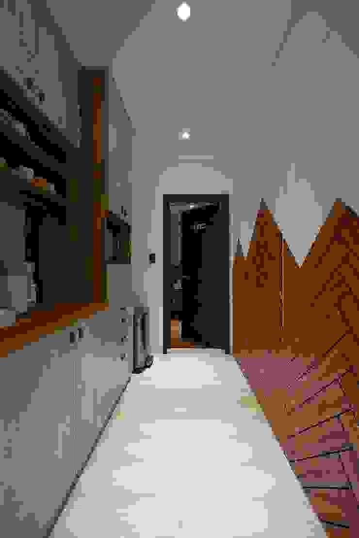 層層室內設計辦公室 現代風玄關、走廊與階梯 根據 層層室內裝修設計有限公司 現代風