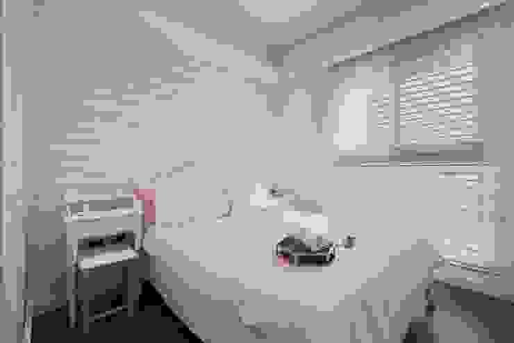 Modern style bedroom by 層層室內裝修設計有限公司 Modern