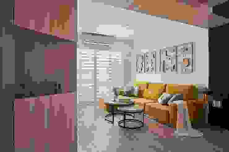 將卡通人物融合家的一份子 層層室內裝修設計有限公司 客廳