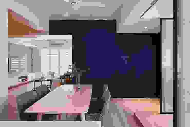 Salle à manger de style  par 層層室內裝修設計有限公司,
