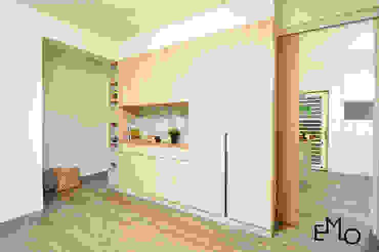 Salas de estar escandinavas por 以莫室內裝修工程有限公司 Escandinavo