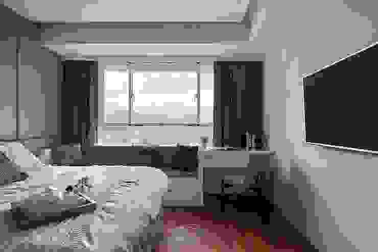 Dormitorios de estilo  de 層層室內裝修設計有限公司, Moderno