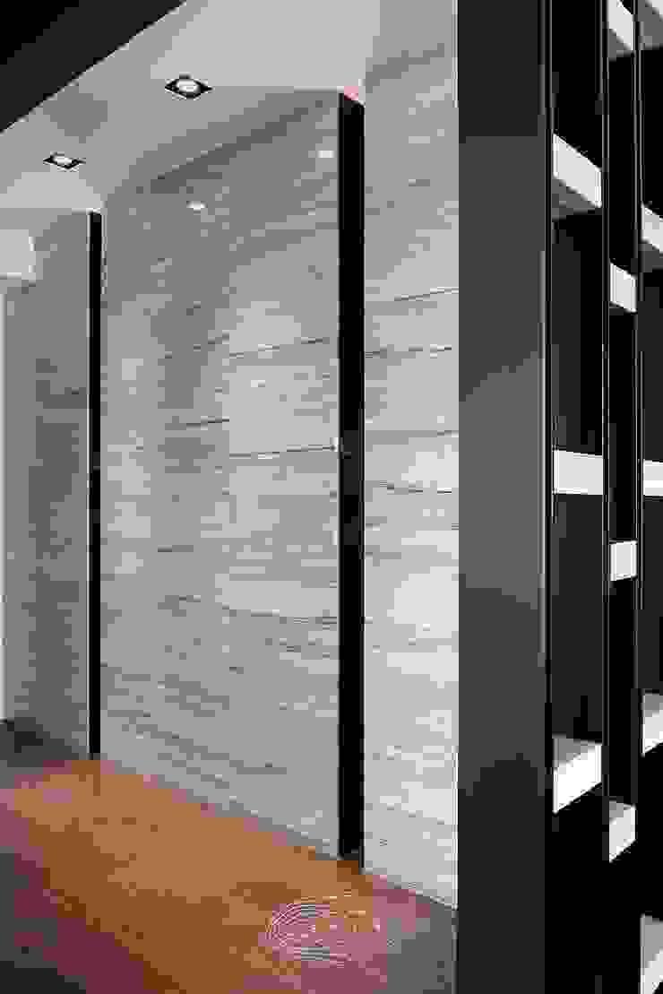 退休人文景觀宅 現代風玄關、走廊與階梯 根據 層層室內裝修設計有限公司 現代風