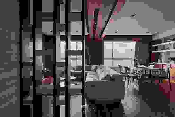 退休人文景觀宅 现代客厅設計點子、靈感 & 圖片 根據 層層室內裝修設計有限公司 現代風