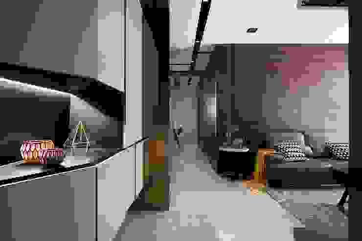 現代人文小豪宅 現代風玄關、走廊與階梯 根據 層層室內裝修設計有限公司 現代風