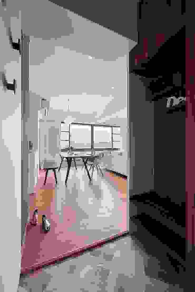 無印簡約風放鬆宅 斯堪的納維亞風格的走廊,走廊和樓梯 根據 層層室內裝修設計有限公司 北歐風