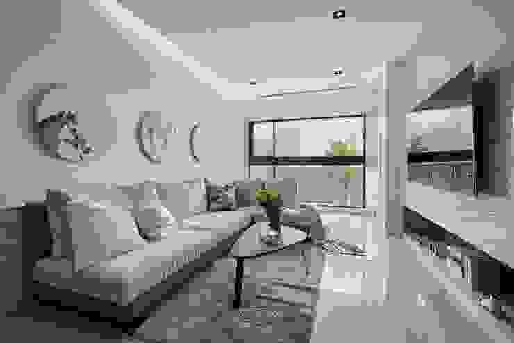 Salas de estar modernas por 層層室內裝修設計有限公司 Moderno