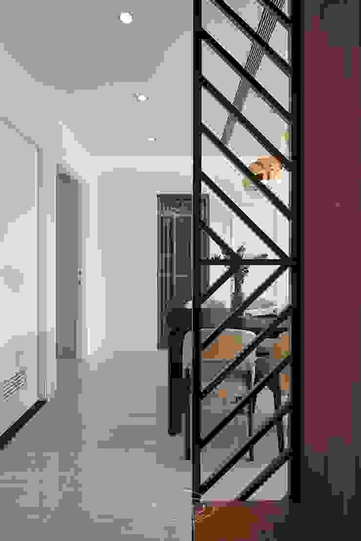 純淨質感宅 現代風玄關、走廊與階梯 根據 層層室內裝修設計有限公司 現代風