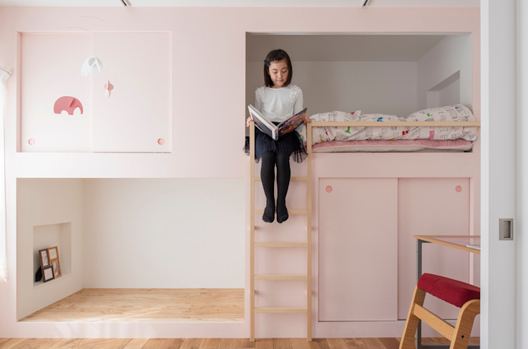 Cuartos infantiles de estilo  por 一色玲児 建築設計事務所 / ISSHIKI REIJI ARCHITECTS,