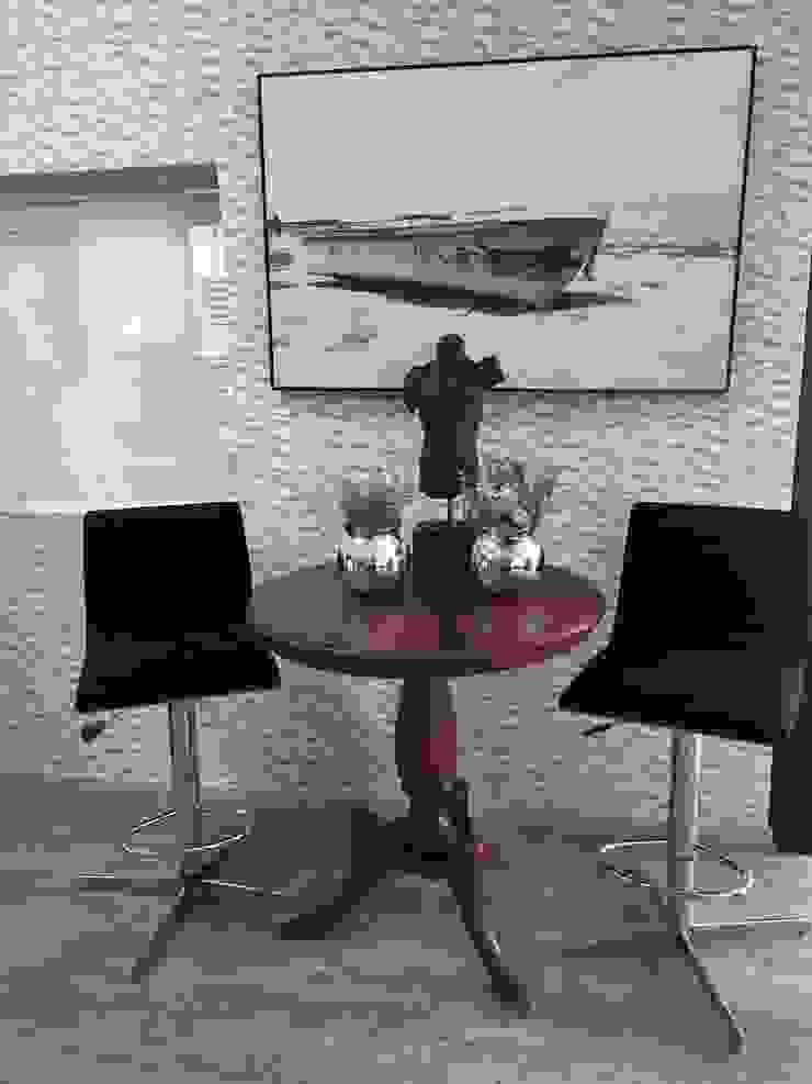 Ambientes pequenos para receber mais amigos! por Sgabello Interiores Moderno Algodão Vermelho