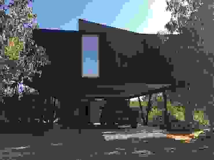 من m2 estudio arquitectos - Santiago بحر أبيض متوسط خشب Wood effect