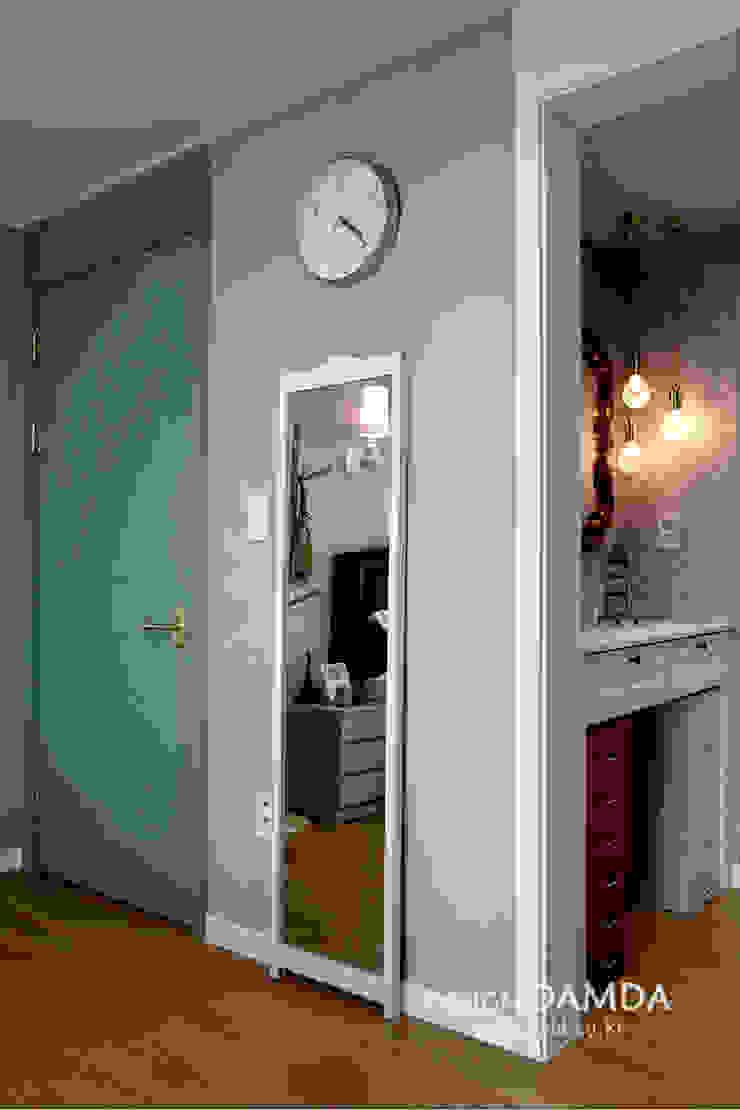 Modern style bedroom by 디자인담다 Modern