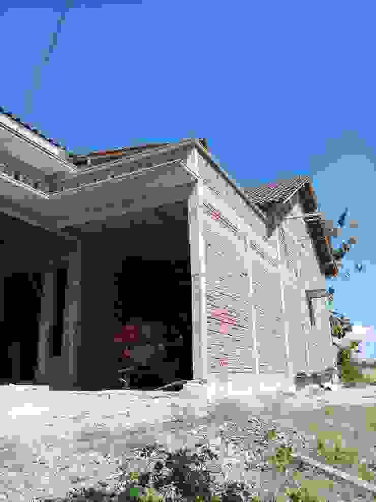 Rumah Dinding & Lantai Gaya Asia Oleh CV. ARRAHMAN CONSTRUCTION Asia Batu Bata