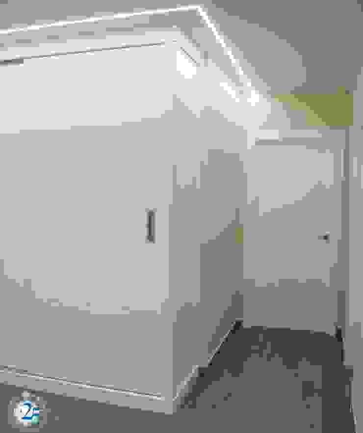 Puertas lacadas en blanco de Almacén de Carpintería Gómez Minimalista
