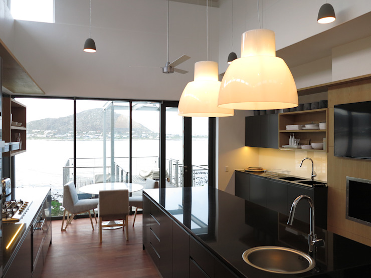 Kitchen & Breakfast Area:  Built-in kitchens by Van der Merwe Miszewski Architects, Modern MDF