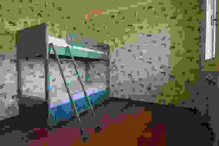Modern style bedroom by Falegnameria Ferrari Modern