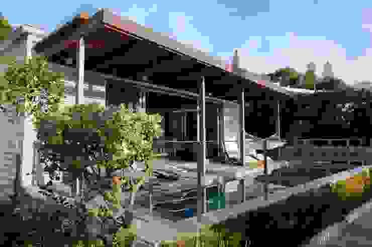 Pool, Timber Deck & Pergola by Van der Merwe Miszewski Architects Modern Solid Wood Multicolored