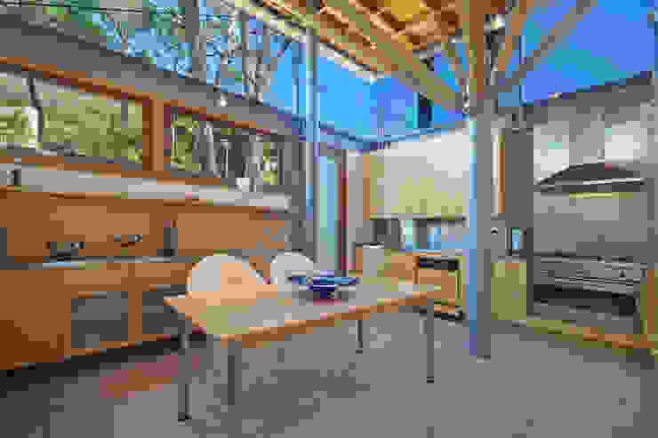 Kitchen & Breakfast Area by Van der Merwe Miszewski Architects Modern Wood Wood effect