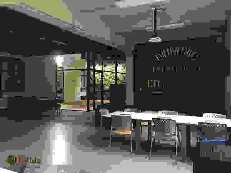 Muros verdes Patio interior Oficinas y bibliotecas de estilo rural de DVida Jardines verticales Rural