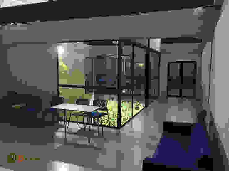 Vista segundo piso patio interior Jardines verticales Oficinas y bibliotecas de estilo rural de DVida Jardines verticales Rural
