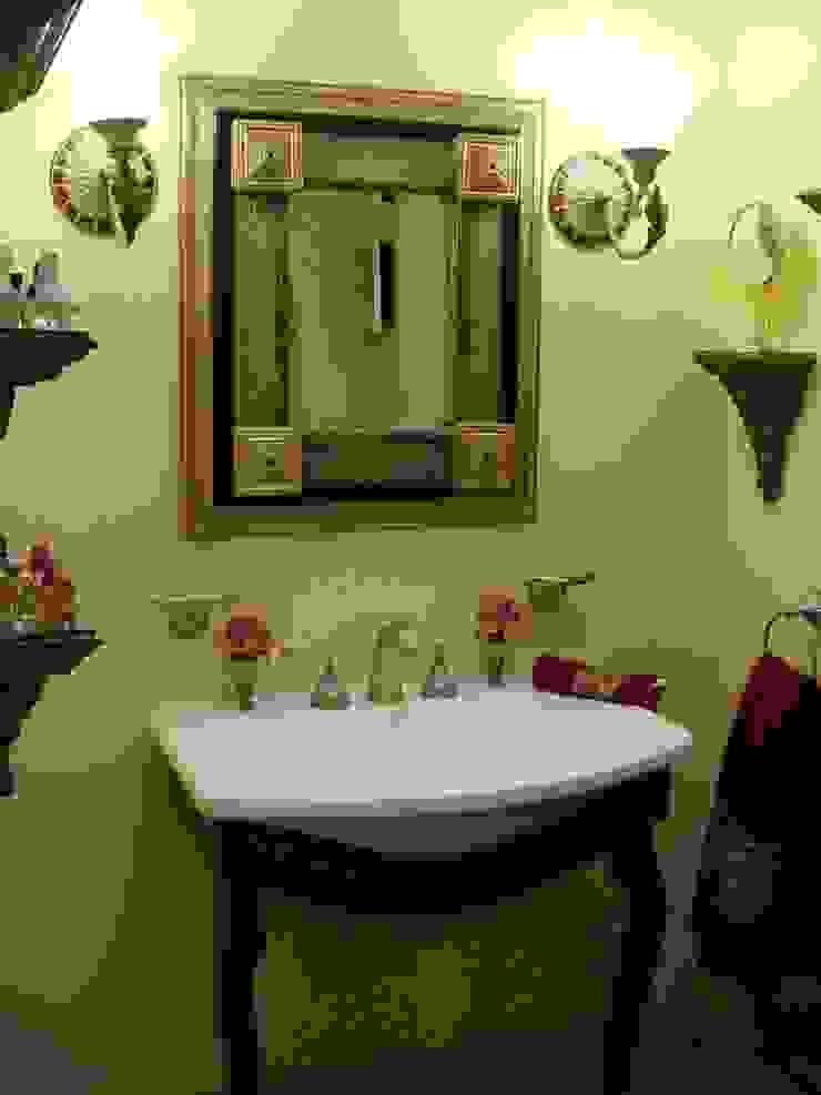 Arquitectura clásica ct arquitectos Baños de estilo clásico Compuestos de madera y plástico Amarillo