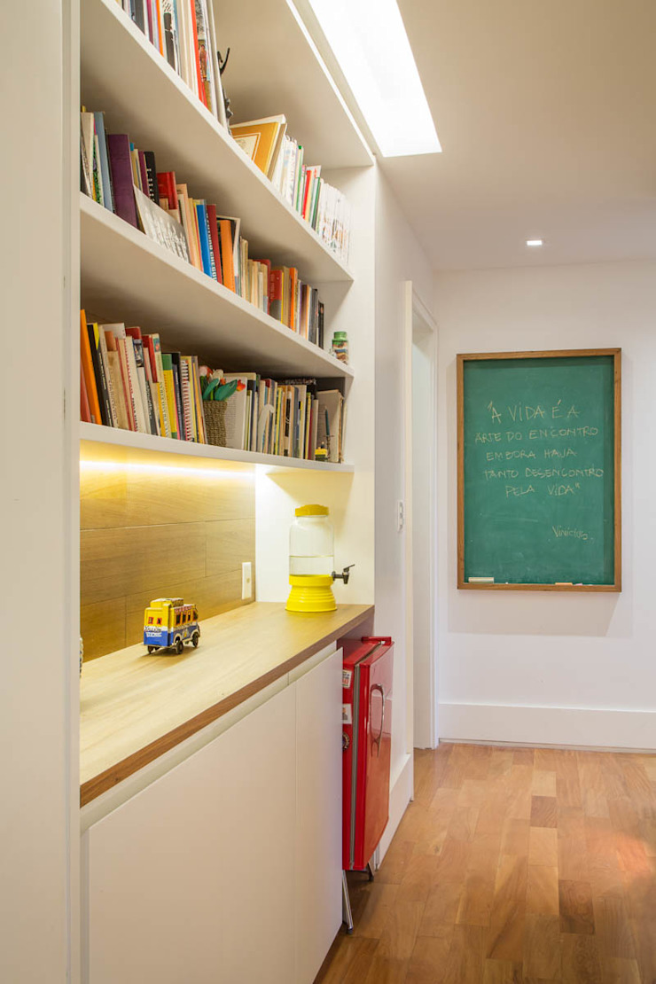Raquel Junqueira Arquitetura Couloir, entrée, escaliers modernes