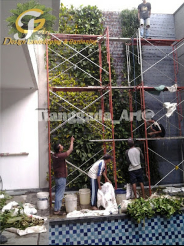 Proses pekerjaan membuat vertical garden Taman Modern Oleh Tukang Taman Surabaya - Tianggadha-art Modern Aluminium/Seng