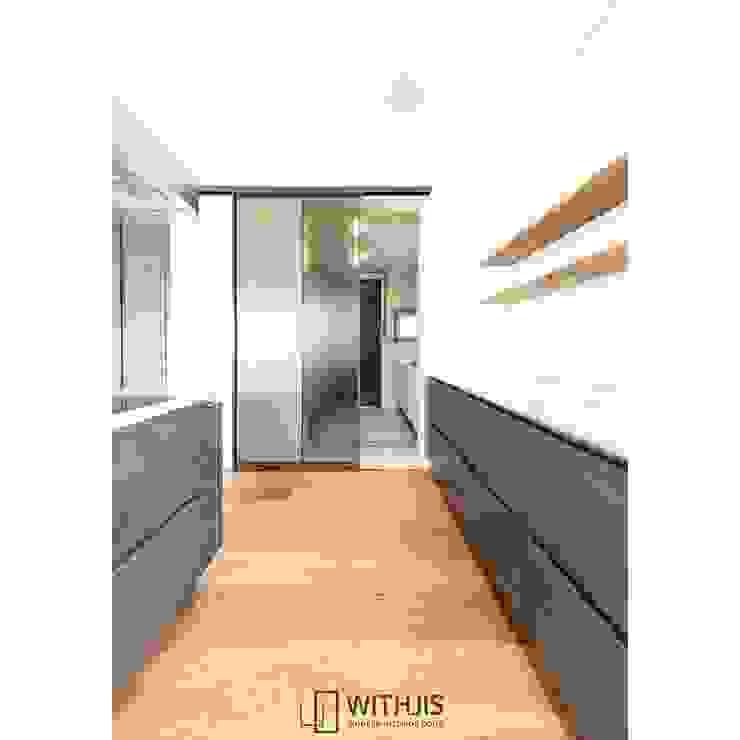 Balkon, Veranda & Terrasse im Landhausstil von WITHJIS(위드지스) Landhaus Aluminium/Zink