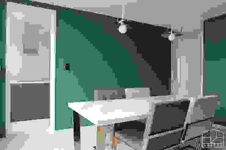 Modern dining room by 홍예디자인 Modern