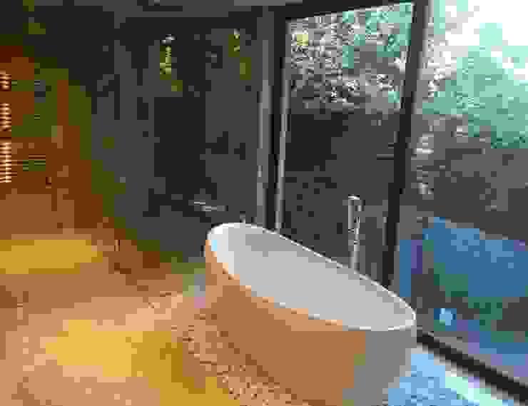 Baño Baños de estilo moderno de homify Moderno