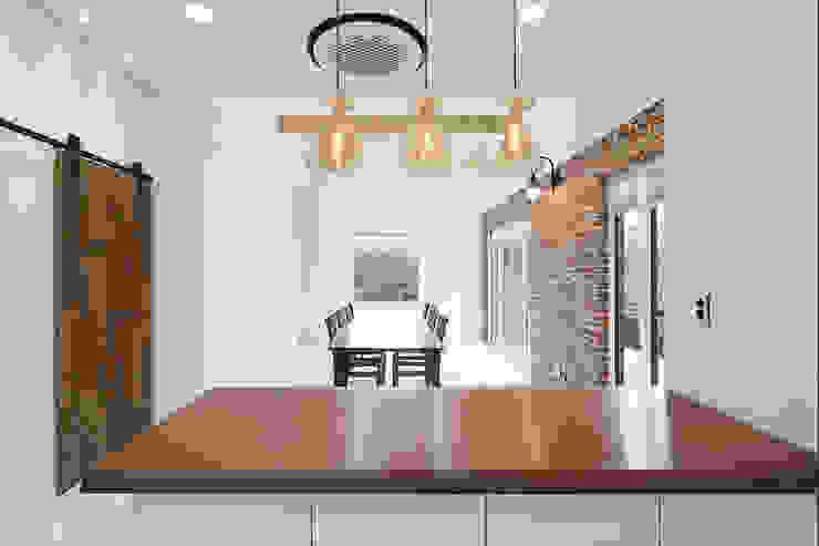 거실: 단감 건축사사무소의 컨트리 ,컨트리
