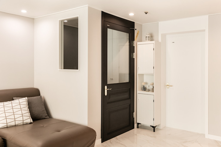Modern Corridor, Hallway and Staircase by 봄디자인 Modern