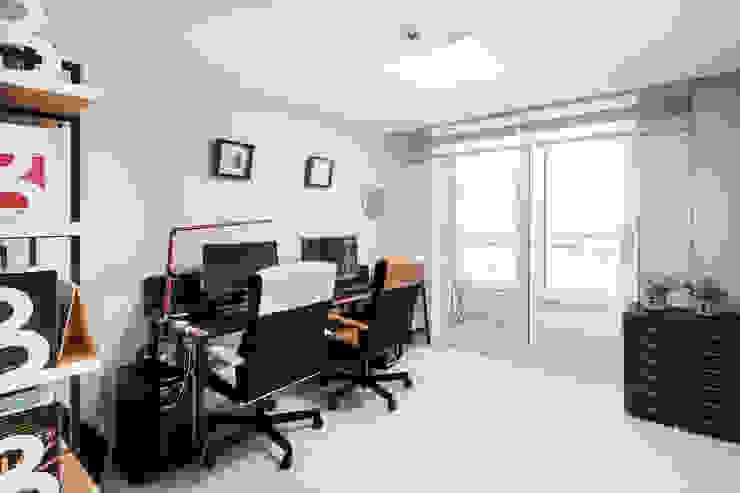 Study/office by 봄디자인, Modern