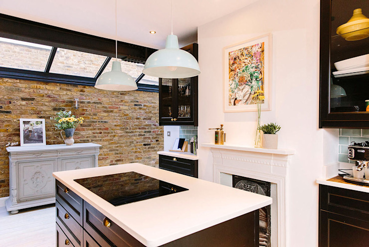 Bright Kitchen:  Built-in kitchens by Resi Architects in London,