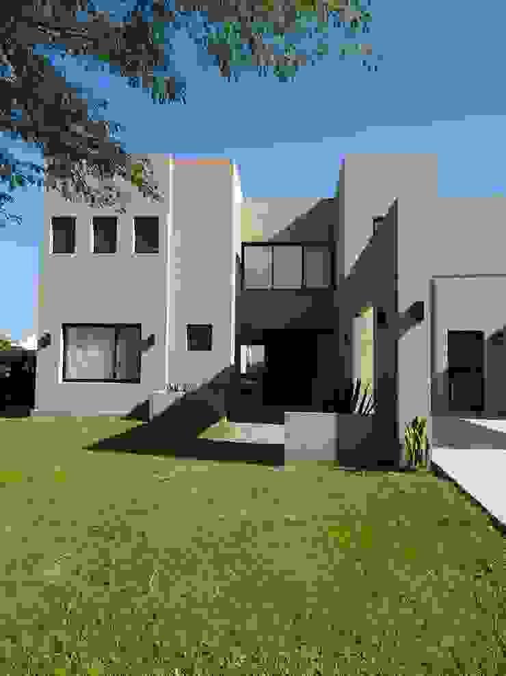 Casa estilo minimalista en Santa Teresa, Tigre de Estudio Dillon Terzaghi Arquitectura - Pilar Minimalista Ladrillos